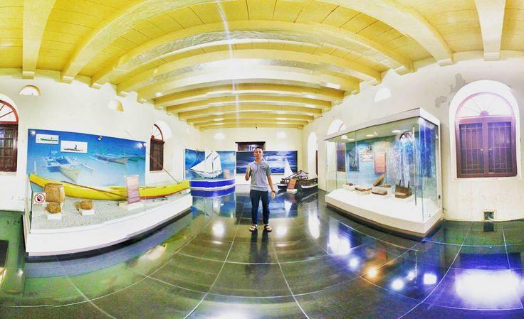 Selain bisa jalan-jalan menikmati indahnya bangunan tua Benteng Fort Rotterdam, Dolaners juga bisa mengunjungi museum yang ada di dalamnya, Museum La Galigo.[Photo by instagram.com/andre_periatno]