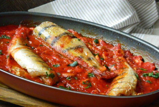 Retete Culinare - Salau cu ciuperci in sos de rosii