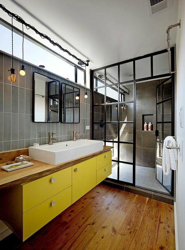salle de bains grise, un meuble sous vasque en jaune radiant