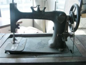 Pin by andrea cottrell on a needle pulling thread pinterest for Machine a coudre kijiji