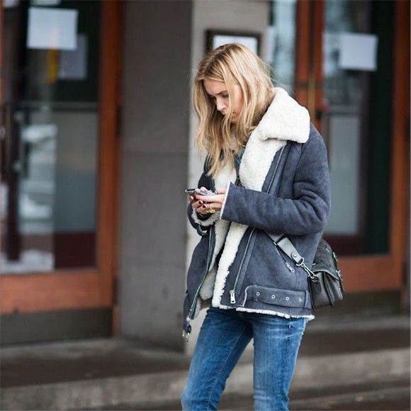Le blouson d'aviateur style peau lainée sera encore incontournable cet hiver >> http://www.taaora.fr/blog/post/blouson-aviateur-peau-mouton-gris-noir
