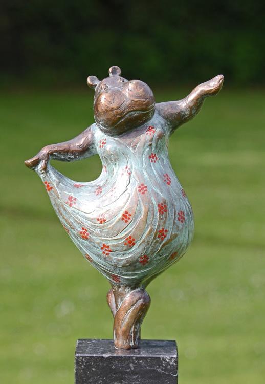 would love to have this in my yard. Yvonne Visser - Bronzen Beelden