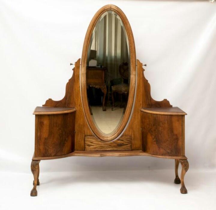 Espejo oval estilo tocador en pieza de cuerpo completo for Espejo cuerpo completo