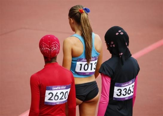 Oman's Shinoona Salah al-Habsi (L) and Yemen's Fatima Sulaiman Dahman (R) walk off the track with Andora's Cristina Llovera after their women's 100m preliminary at the London 2012 Olympic Games in the Olympic Stadium August 3, 2012.   REUTERS/David Gray