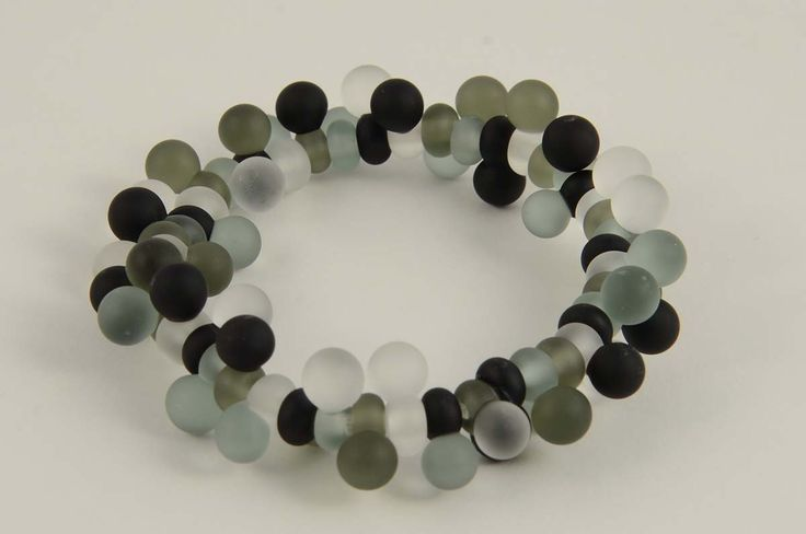 Glass bracelet by Marianna Márton  http://www.magma.hu/muveszek.php?id=95
