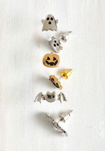 Este set de aretes aterradores — $17.99 | 17 Formas super lindas de entrar en el espíritu de Halloween sin usar un disfraz