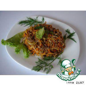 Теплый салат из куриных желудков       Желудки куриные — 500 г     Морковь — 2 шт     Лук репчатый — 2 шт     Масло растительное — 4 ст. л.
