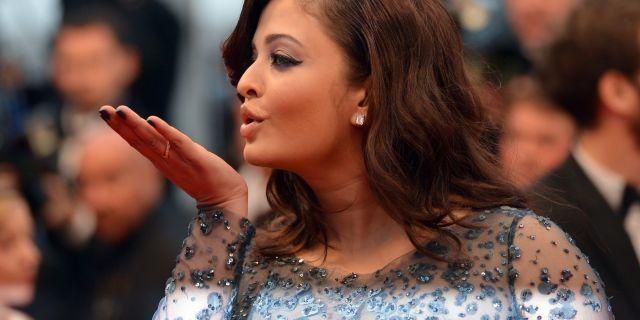 Aishwarya Rai At Cannes Flying Kiss   Photoshoot