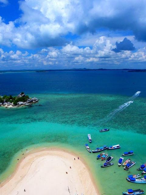 Lengkuas Island, Belitung. Indonesia|http://www.nusatrip.com/id/tiket-pesawat/ke/tanjung_pandan_TJQ #nusatrip #destination #belitung #indonesia #travel #travelingideas #holiday #onlinetravelagency