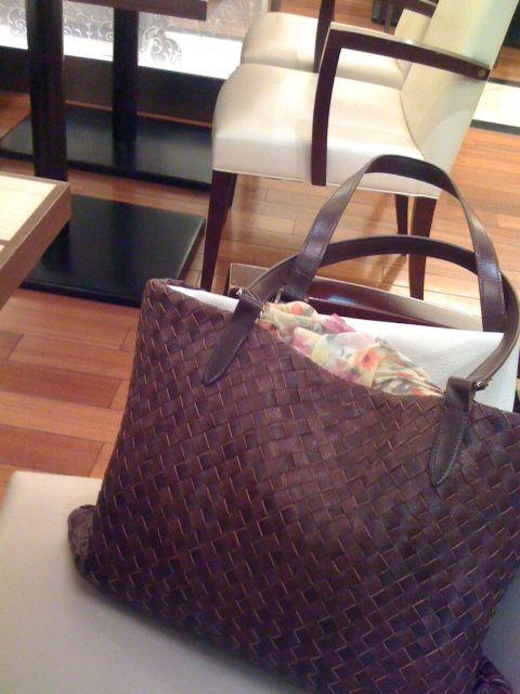 昨日夫の実家へお墓参りに行った時 母の日にプレゼントした自作のバッグを義母が使ってくれていたので よろこんで思わず実家らしい畳の上でiPhoneにてパ...