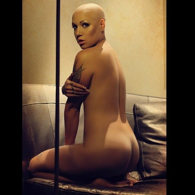Naked bald headed women-1174