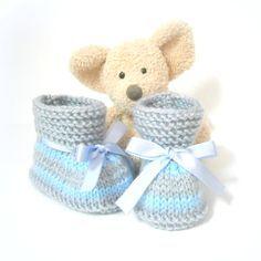 Chaussons bébé tricotés main bleus et gris 0/3 mois Tricotmuse