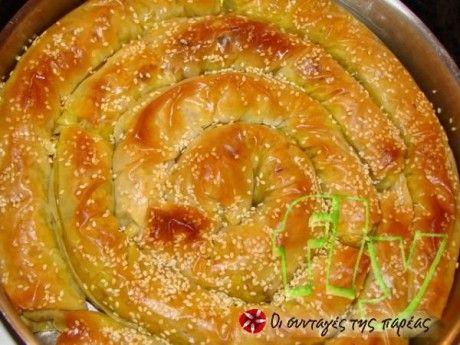 Μια πίτα με λάχανο και άλλα αρωματικά λαχανικά.