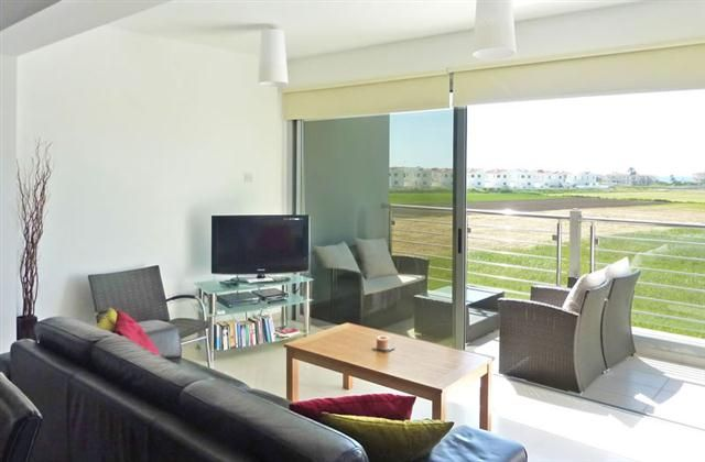 2 Bedroom Apartment in Pervolia to rent from £334 pw. With Solarium, balcony/terrace, air con and DVD.