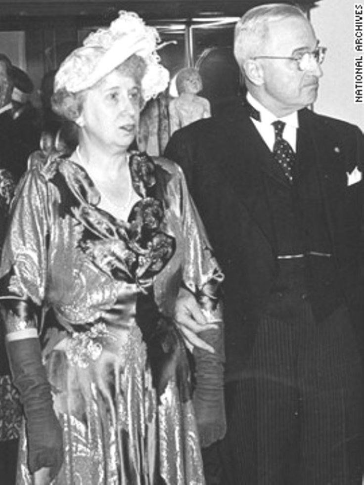 Bess and President Harry Truman at his inaugural reception in 1949. ❤❤❤ ❤❤❤❤❤❤❤ http://en.wikipedia.org/wiki/Harry_S._Truman http://en.wikipedia.org/wiki/Bess_Truman https://www.trumanlibrary.org/bwt-bio.htm