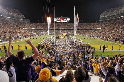 LSU fans must watch !!!  LSU 2013 FOOTBALL TRAILER  Geaux Tigers !!!  Can't wait for fall !!!