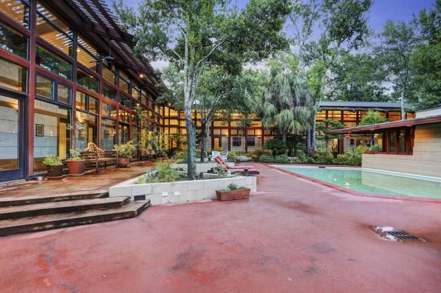 This modern Houston home is the perfect wooded retreat. Photo: Houston Association Of Realtors