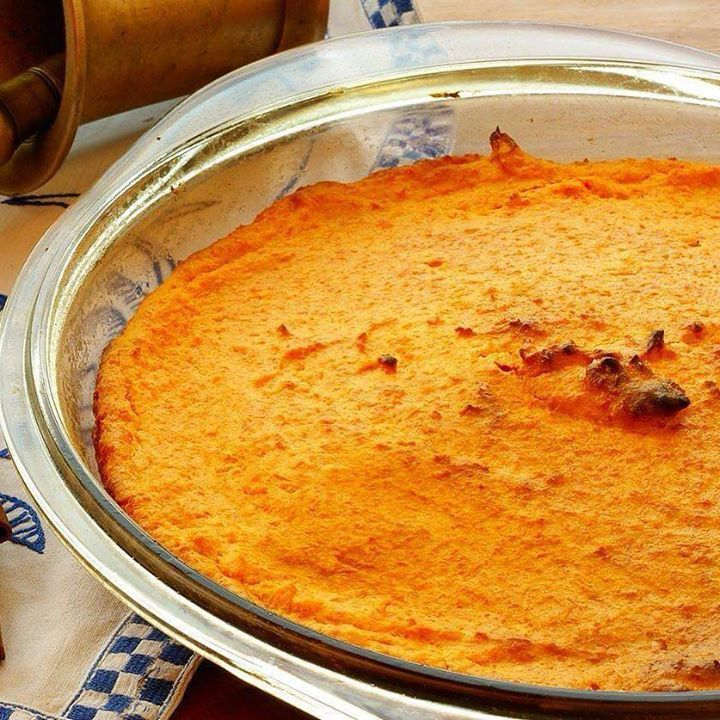 Suflê de cenoura que ajuda a perder peso é combater o inchaço. Veja a receita: Ingredientes 1 pacote (1 kg) de cenouras baby  xícara (chá) de leite desnatado  colher (chá) de essência de baunilha  colher (chá) de canela 2 colheres (sopa) de adoçante culinário Modo de preparo Cozinhe as cenrouras até ficarem macias quase desmanchando. Retire do fogo e escorra. Coloquea-as no liquidificador com o leite. Junte a baunilha a canela e o adoçante. Bata até formar um purê homogêneo. Unte uma…