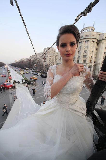 The world longest wedding dress !!