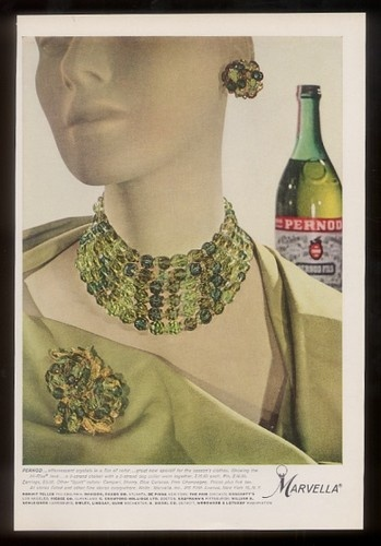 16 Fabulous Earth Tones Living Room Designs: 17 Best Images About 1960s Jewelry Advertisements On