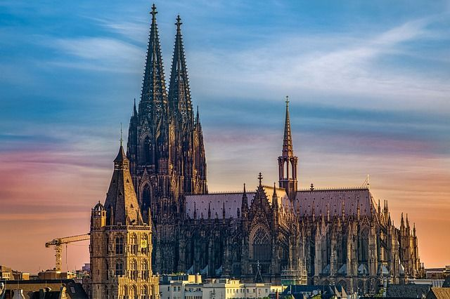 The History Of Cologne Cathedral Aesu Cologne Cathedral Cities In Germany Cathedral