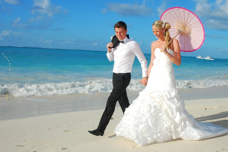 Meet Jennifer & Kyle married in Turks & Caicos! Destination Wedding by DV specialist from Collacut Travel