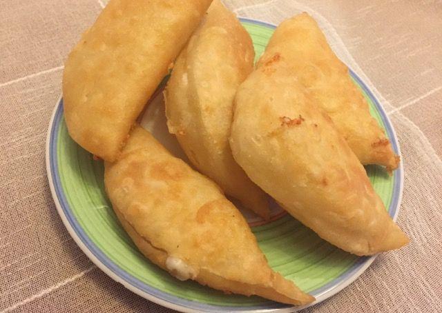 Pofidik peynirli puf böreği nasıl yapılır?Peynirli puf böreği yapımının püf noktaları nedir?Kahvaltı için pratik börek tarifleri,Puf böreği nasıl kabarır