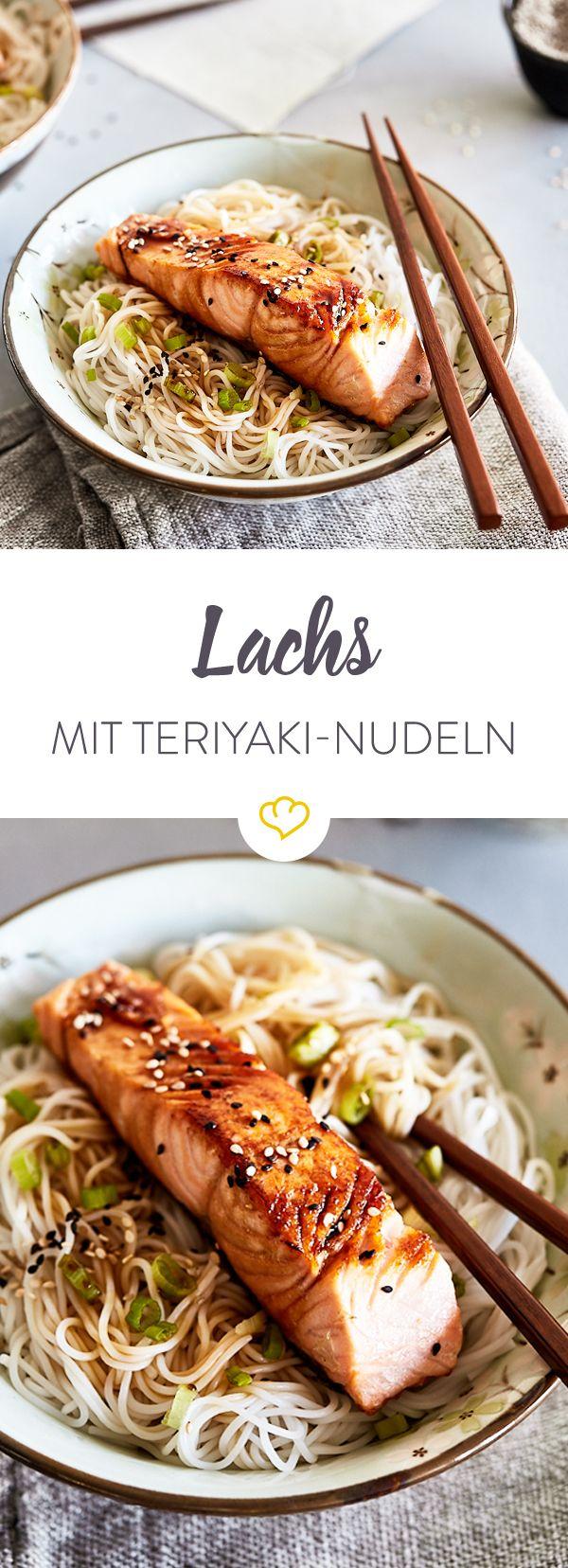 Mach deine Küche zu Little Tokio. Dieses leckere Gericht mit gebratenem Lachs auf Reisnudeln mit Teriyaki-Sauce hast du in nur 20 Minuten auf dem Tisch.