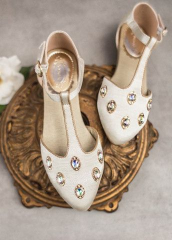 Winnine shoes in champagne for girls