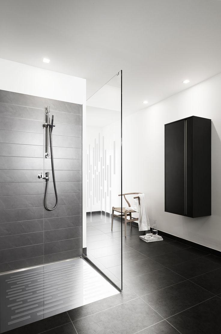 Unidrain showerbase, Unidrain showerwall and HighLine Panel by Unidrain