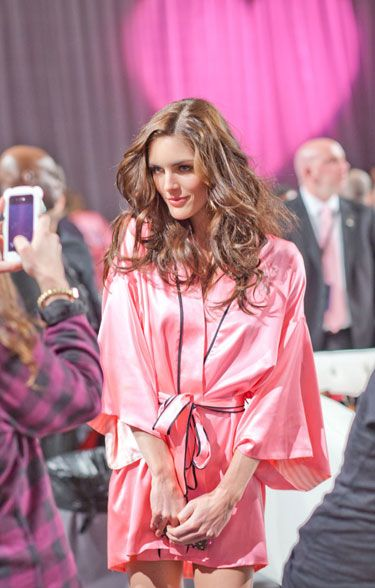 Get VS Angels' Beauty Secrets - Victoria's Secret Fashion Show: Behind the Scenes ft Hilary Rhoda