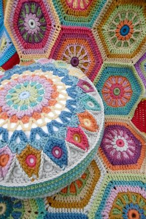 Hope you are all managing the circular motif for the cushion? If you want to make a reversible cushion, maybe just changing the colours for each side, then you need to have made 2 circular cushion fro
