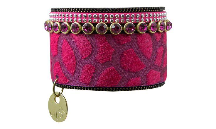 Opvallend, vrouwelijk en hippie chic, is deze armband van het merk Jibsi. Laat je verrassen door deze nieuwe rage armbanden van Jibsi ! Prachtige kleuren in méér dan 18 verschillende ontwerpen ! www.beyou-dameskleding.nl