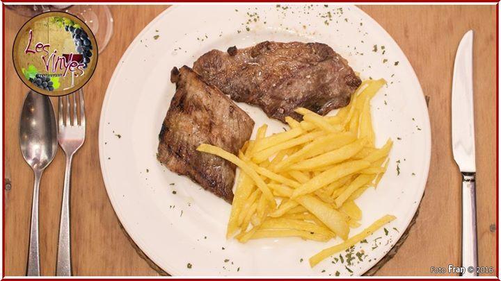 ... no es un bistec con patatas cualquiera... es nuestro BISTEC CON PATATAS... tierno y jugoso como debe ser ;-)