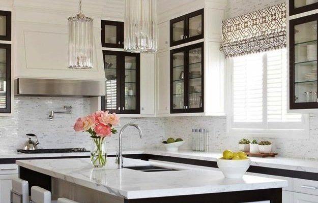 Черно-белые кухни — оптимальный компромисс между стилем и практичностью, между свежестью и элегантностью. Совместите два наиболее популярных цвета, чтобы создать утонченный интерьер