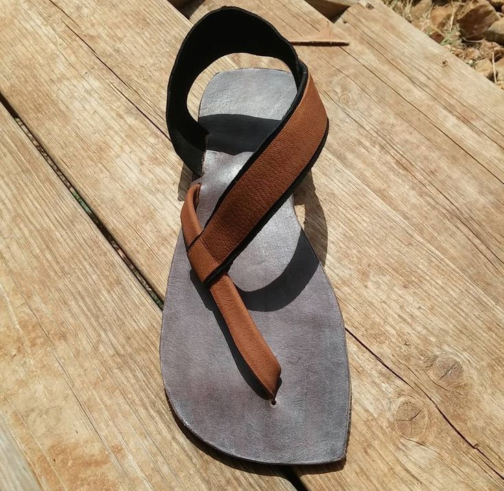 Sandalias de cuero hecho de encargo de SitaCreations en Etsy https://www.etsy.com/mx/listing/387561136/sandalias-de-cuero-hecho-de-encargo