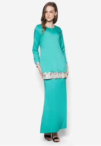 Baju Kurung Modern from Gene Martino in Green Deck yourself with solid shades this Raya with Gene Martino. The brand reinvents the evergreen Baju Kurung Modern with intricate lace details in a contrasting shade; complete with sequin embellishments by the sleeve ends and hemline. Fashionable yet ... #bajukurung #bajukurungmoden