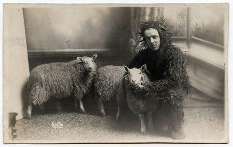 Halloween - sheep costume?Sheepman, Vintage Photos, Sheep Clothing, Vintage Animal, Funny Photos, Sheep Man, Black Sheep, Hello Kitty, Vintage Wtf
