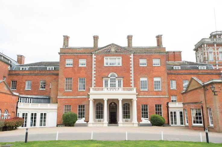 We are delighted be working on a new unique wedding fair for 2018 at Theobalds Estate, Cheshunt. The wedding fair offers the opportunity to meet some of the leading exhibitors from the Herts and Essex area and beyond! Plus there's two fashion shows for you to enjoy at 12.30pm and 2.30pm in the Ridings Barn. The Wedding Fair is open between 11.00am and 3.30pm Admission and car parking are free of charge.