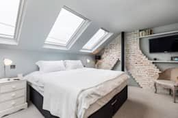 That minimalist bedroom by Orchestrate Design and Build Ltd. is the perfect getaway. Thanks to natural, soft colours, the attic is very bright.