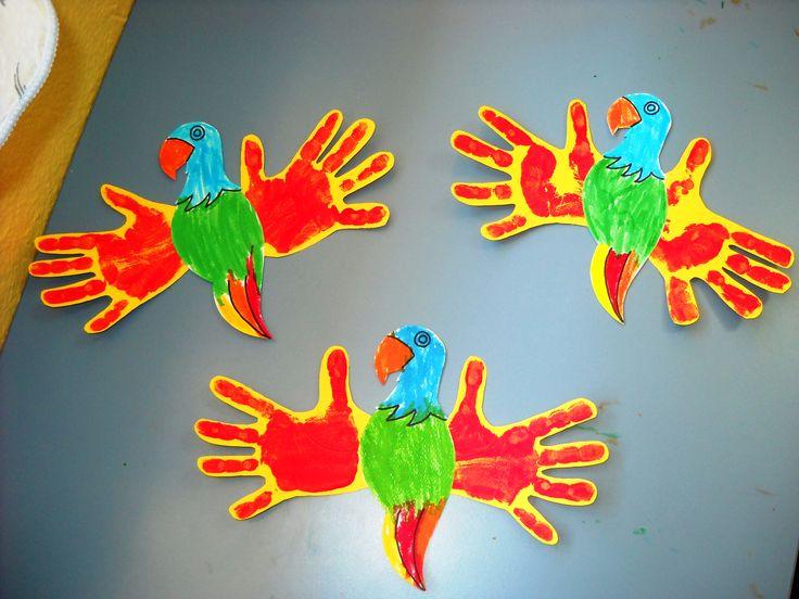 Φτιάχνουμε παπαγάλους με τα χεράκια μας. #paidikos #stathmos #paidiki #politeia #craft #parrots