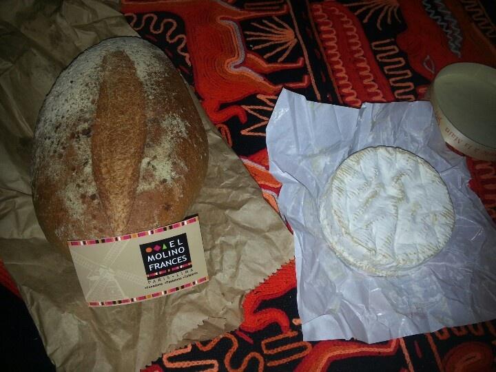 Hermoso y riquisimo Pan campesino con su Camembert de Normandie