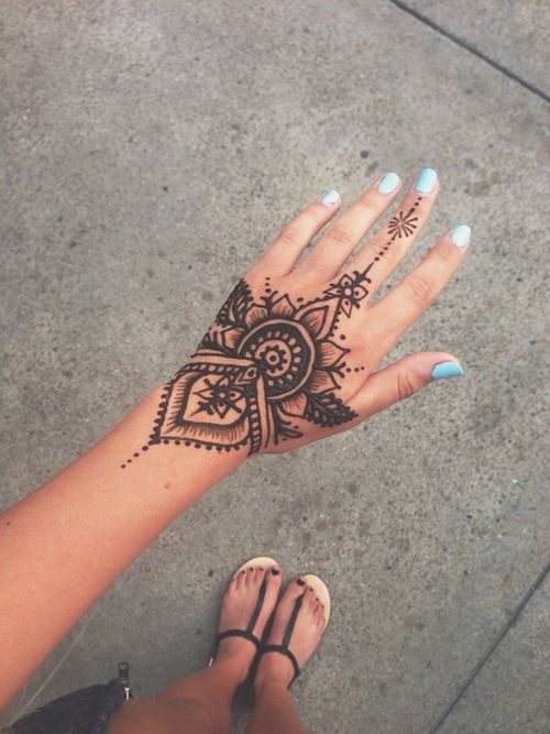 Imagem de henna, tattoo, and nails