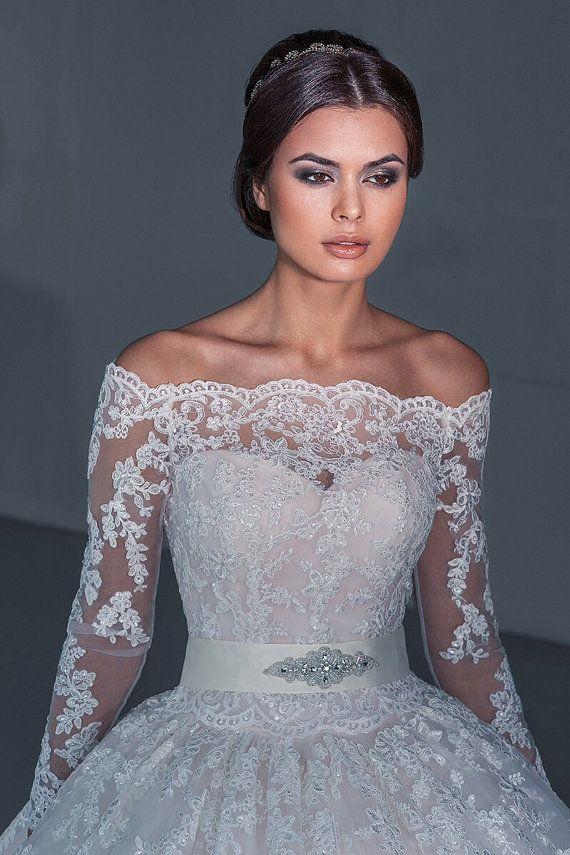 Wedding dress. Lace wedding dress. Décolleté by AutumnSilkBridal