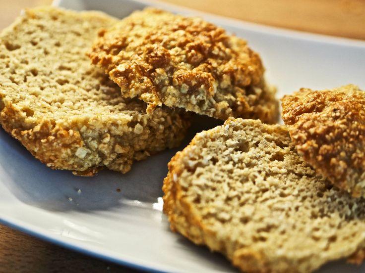 God morgen protein elskere. I dag kjører vi på med deilige hjemmelaget protein rundstykker. Disse godsakene er så sunne at det nesten skremmer livskitten ut av meg. Du holder deg også mett veldig lenge, og du slipper den oppblåste magen du får av å spise brød. Jeg håper det faller i smak. Perfekt som snacks …