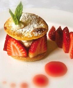 Strawberry Pastry Roundels #recipe from @Marrietta Johnson Gluten Free #puffpastry #smördeg #glutenfree #gf @Amy York Direct @GoodnessFoods