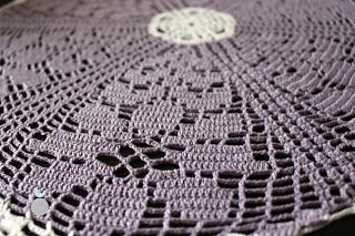 Lady with crochet: Fioletowe kwiaty / violet doily, filet , szy