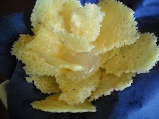 Chips di Parmigiano Reggiano con gelatina di Moscato