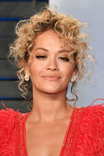 Rita Ora Pinned Up Ringlets - Rita Ora sported messy pinned-up ringlets at the 2018 Vanity Fair Oscar party.