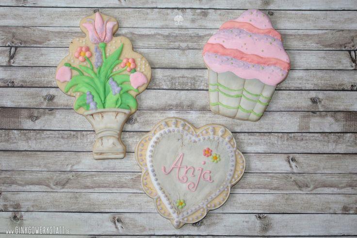 #cookies #kekse #royalicing #eiweißspritzglasur #cookieart #kekskunst #ginkgowerkstatt  #handpainted #blumen #flowers #cupcake #vintage #flowerpot #blumenkübel #handbemalt #steinoptik #stone #pink #grau #grey #grün #rosa #weiß #white #lavender #flieder